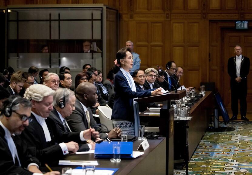 아웅산 수치, 미얀마 국가 지도자가 2019 년 12 월 11 일 네덜란드 헤이그 국제 사법 재판소에서 시작했다