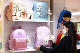 服を買わず、美容院に行かず…韓国の家計、財布の口を締めた「不況型黒字」