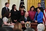 「人種主義は醜悪な毒」…バイデン大統領、アジア系ヘイトクライム法に署名
