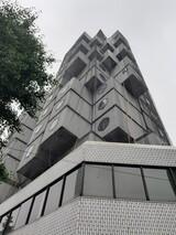 日本の元祖カプセルホテル、カプセルを残して消える