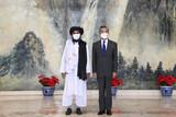 中東から手を引く米国、積極的に近づく中国